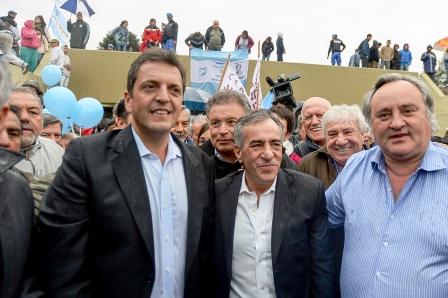 Massa al participar del acto inaugural de un túnel bajo nivel en el partido bonaerense de Malvinas Argentinas. Acompañado por el intendente Jesús Cariglino