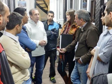 """El candidato a intendente por el FPV, Sergio Szpolski, visitó la Biblioteca Popular y Museo del Cine """"Leonardo Favio"""" y la Academia de Cine que allí funciona."""