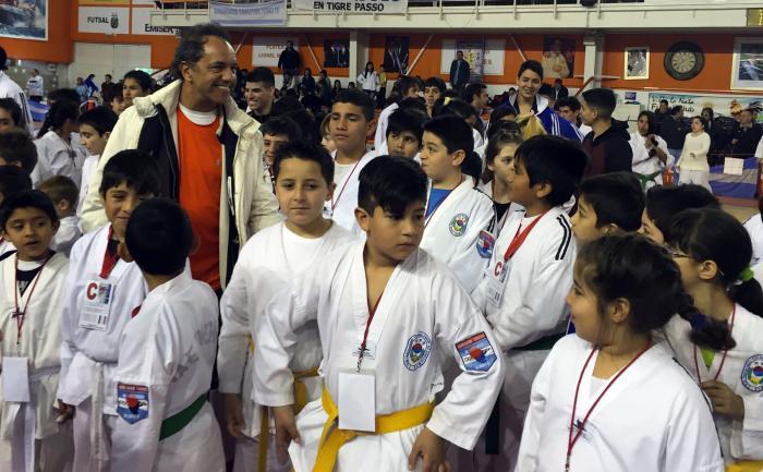 Scioli acompañó a más de 500 chicos que participaron de un Torneo de taekwondo en Tigre
