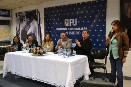 Con la participación de los periodistas Edgardo Esteban, Gabriela Cerruti y Roberto Cavallero, y una sede colmada de oyentes, el Partido Justicialista de San Isidro presidido por la diputada nacional Teresa Garcia, realizó una charla sobre