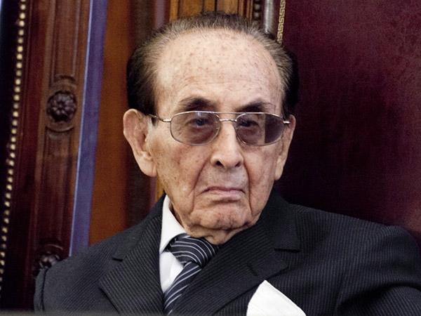 Renuncio a la Corte el juez Fayt. Pero se irá cuando Cristina Fernández ya no sea presidenta