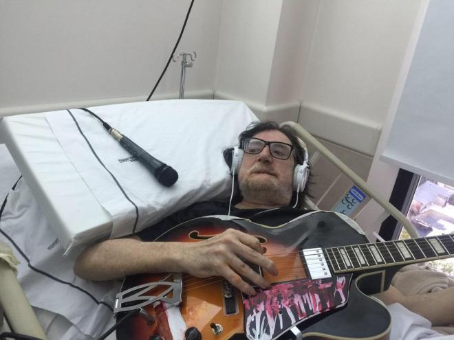 Charly García grabó un homenaje a Cerati, internado en una clínica