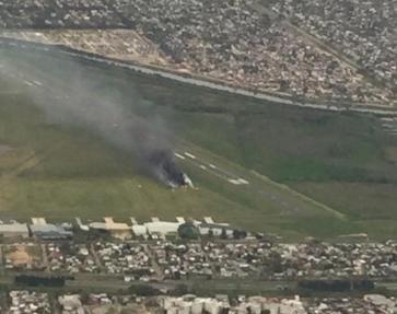 Se despistó un avión y se prendió fuego en San Fernando