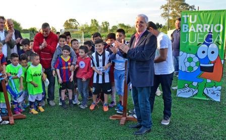 Luis Andreotti inauguró el nuevo playón deportivo del Club Santa Catalina