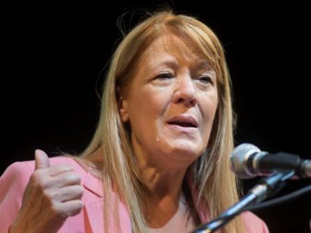 """En su cierre, Stolbizer llamó a votar en """"positivo"""" y apuntó A quienes votan a Macri para que pierda Scioli"""