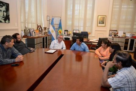 El Jefe Comunal, Julio Zamora, se reunió con representantes sociales del país andino en la Argentina, para escuchar inquietudes y coordinar propuestas en beneficio de los residentes peruanos en el distrito.