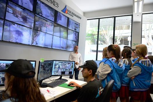 Vecinos y alumnos de San Fernando visitaron el nuevo Centro de Operaciones