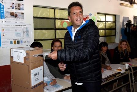 Sergio Massa votó en Tigre acompañado por su familia