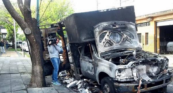 Hizo explotar el camión que tapaba su garaje en Olivos