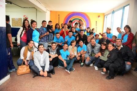"""La """"Casa de Día"""" de San Fernando entregó mobiliario reciclado a una escuela"""