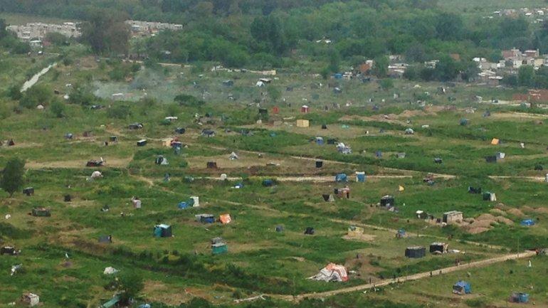 Denuncian usurpación masiva de tierras en Merlo