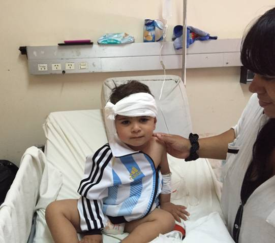 Fue en el Hospital Municipal Materno Infantil. Por una meningitis, Thiago Vellón, de dos años, había quedado sordo de ambos oídos antes de cumplir un año. En un mes volverá a escuchar gracias a un implante coclear.