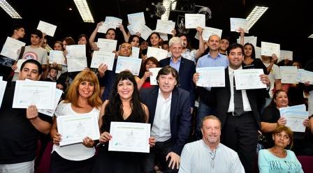 Luis Andreotti entregó diplomas a 100 egresados de  Cursos de Formación Profesional Aeroportuaria