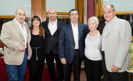 Castellano despidió el año con las comunidades extranjeras de San Isidro