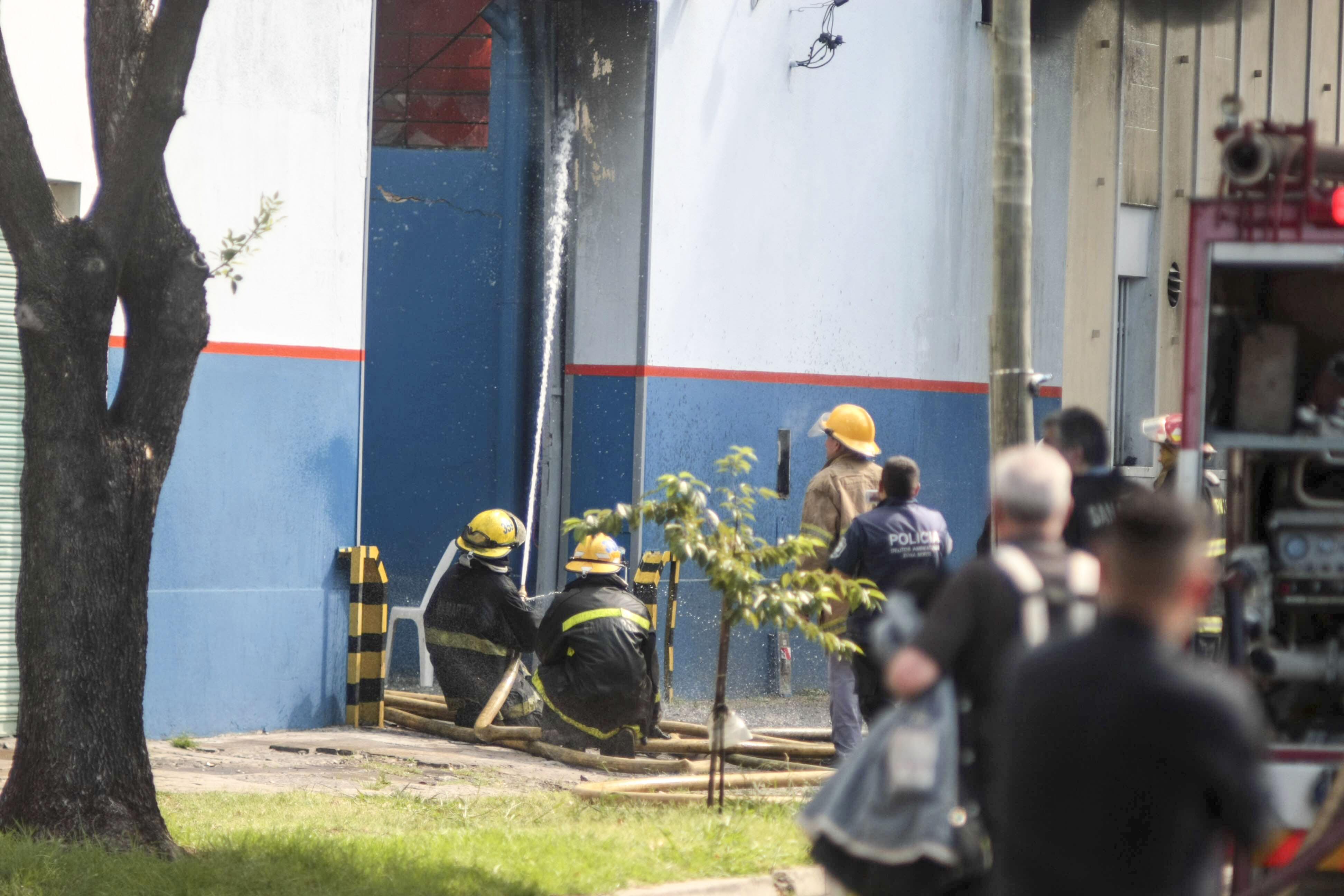 Se incendió una fábrica de plásticos en San Martín
