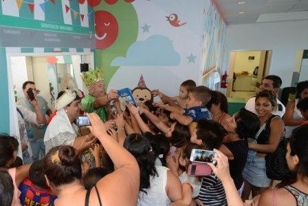 Melchor, Gaspar y Baltasar, en compañía de bomberos de Benavídez, Tigre y Don Torcuato, recorrieron el Hospital Materno Infantil y merenderos de la zona para llevar alegría a los más pequeños.