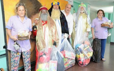 Los chicos del Hospital Materno Infantil de San Isidro recibieron la visita de los Reyes