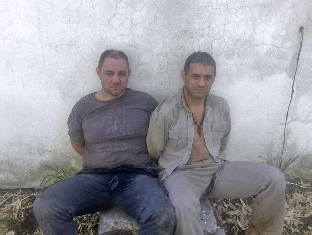 Christian Lanatta y Víctor Schillaci fueron detenidos esta mañana en las cercanías de la localidad santafesina de Cayastá, con lo que se completó la recaptura de los tres condenados por el Triple Crimen de General Rodríguez que habían escapado de la cárcel de General Alvear.