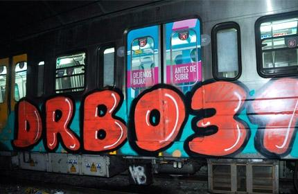 Se detuvo a dos grafiteros alemanes en el Subte porteño