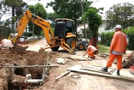 Lomas de San Isidro: avanza la construcción de desagües en Avellaneda.