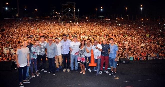 Una verdadera multitud se movilizó para presenciar los recitales gratuitos que organizó el Municipio con la ´presentación de  Sin Ensayo, Maramá y Los Auténticos Decadentes.