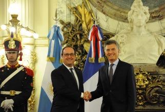 """Macri recibió el respaldo de Hollande para que la Argentina se """"reintegre"""" al mercado financiero internacional"""