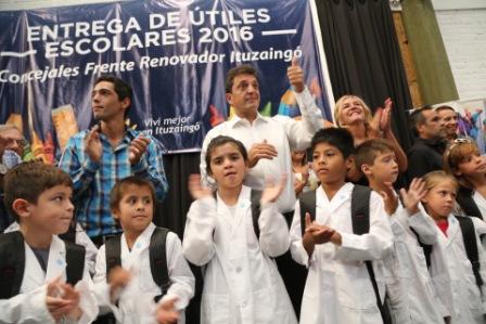 ergio Massa en el marco de un acto de entrega de 1000 kits escolares a alumnos de escuelas públicas de Ituzaingó