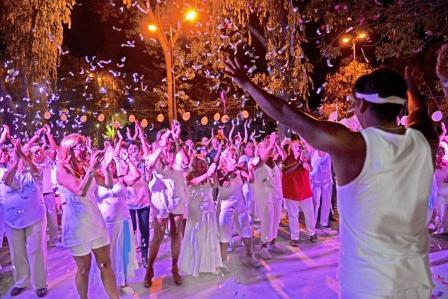 """Con un """"Baile de Blanco"""" en el Poli N° 3, cerró la Colonia de Tercera Edad de San Fernando"""