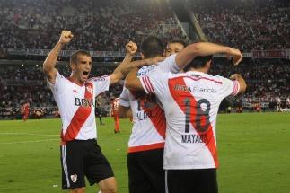 River venció a Independiente y llega al superclásico entonado