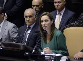 La gobernadora de Buenos Aires, María Eugenia Vidal, encabezó hoy por primera vez la apertura de sesiones de la Legislatura, con un duro discurso