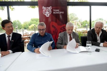 Julio Zamora firmó un convenio de promoción de la actividad náutica