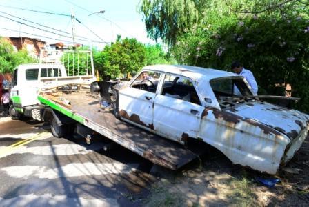 San Fernando intensificó el levantamiento de autos abandonados para prevenir el dengue
