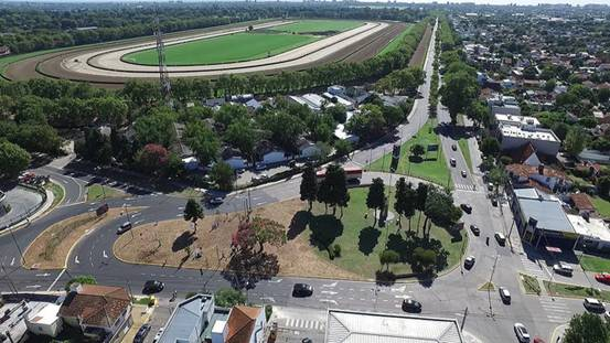 Se inauguró en San Isidro la rotonda de Thames rediseñada