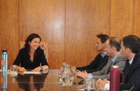 Katopodis junto a intendentes peronistas propusieron a Stanley una nueva tarifa social