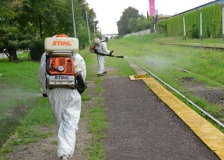 San Fernando fumiga entornos de estaciones ferroviarias, y denuncia falta de saneamiento