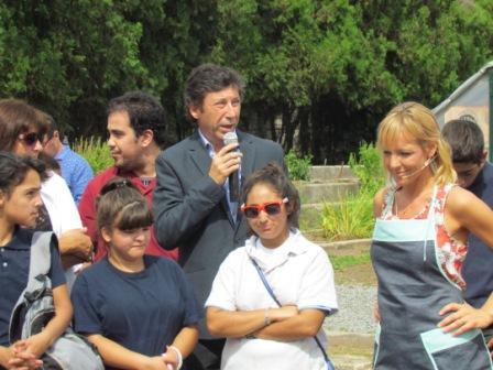 El intendente Gustavo Posse lanzó hoy el programa de capacitación e inserción laboral que el Municipio realiza junto a Pro Huerta del INTA, en el vivero del Hipódromo local.