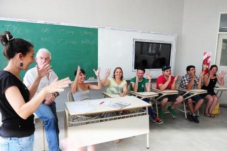Enseñan Lenguaje de señas a maestros de Tigre