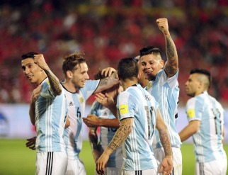 Argentina recuperó a Messi, aprovechó sus momentos y venció a Chile por en Santiago