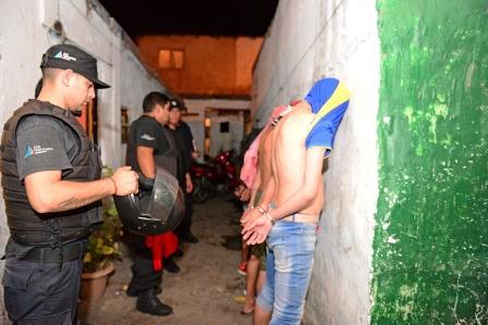 Más de 300 detenidos, drogas, armas y autos incautados en operativos que se hicieron en julio en el conurbano