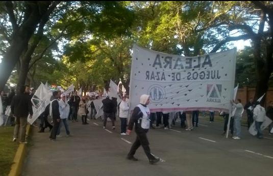 Trabajadores de los bingos porteños marcharon a la quinta de Olivos
