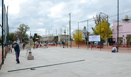 El barrio la Cava de San Isidro tiene una nueva cancha de fútbol