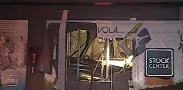 Un incendio destruyó un depósito de zapatillas en Vicente López