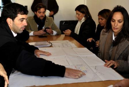 El Director Ejecutivo de la ANSES, Emilio Basavilbaso, estuvo presente hoy en Tigre, donde recorrió el desarrollo urbanístico PROCREAR en Rincón de Milberg acompañado por la Secretaria de Política Sanitaria  y Desarrollo Humano de ese partido bonaerense, Malena Galmarini de Massa.