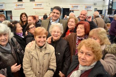 Jorge Macri entregó Jubilaciones y pensiones a los vecinos de Vicente López