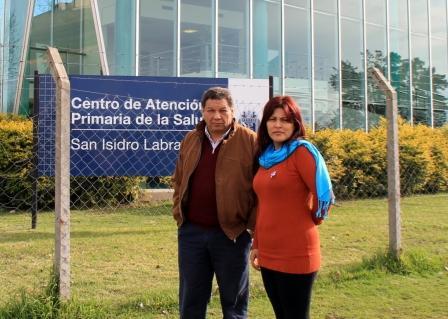 Elizabeth Aguirre y Juan Medina tienen tres cosas en común; son concejales de San Isidro, viven en el barrio La Cava y quieren impulsar cambios en el Centro de Atención Primaria (CAP) San Isidro Labrador ubicado en la esquina de la Avenida Andrés Rolón y Tomkinson.