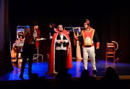 Más de 800 alumnos de San Fernando disfrutaron de una obra de teatro alusiva al Día de la Independencia