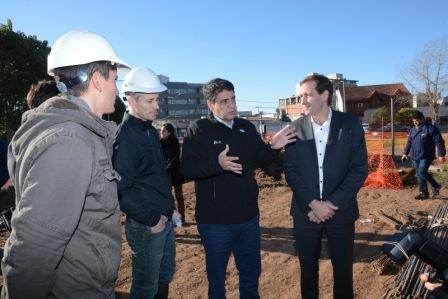 Durante el día de ayer, el intendente de Vicente López Jorge Macri visitó la ciudad de La Plata para conocer las obras que se están llevando a cabo allí y estar en contacto con los vecinos de dicha localidad.