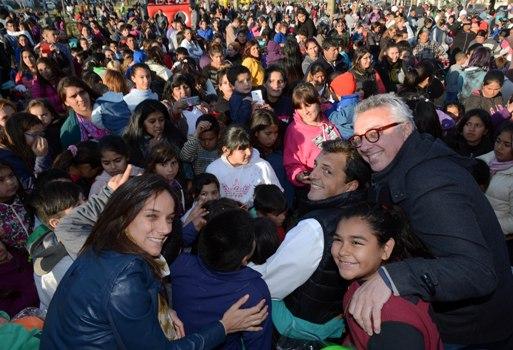 Julio Zamora y el diputado nacional Sergio Massa recorrieron las plazas del distrito en las que el municipio dispuso una serie de propuestas abiertas y gratuitas para festejar el Día del Niño