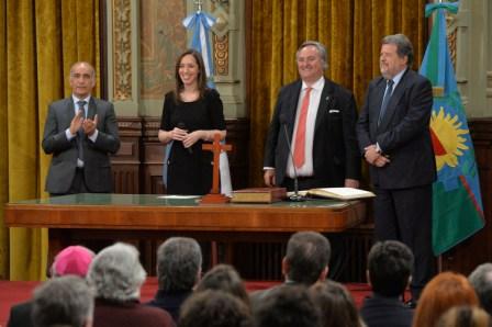 La gobernadora de la Provincia de Buenos Aires, María Eugenia Vidal, junto al vicegobernador, Daniel Salvador, tomó juramento a los ministros, Joaquín De la Torre, a cargo del Ministerio de la Producción, y Jorge Elustondo en la nueva cartera de Ciencia, Tecnología e Innovación.