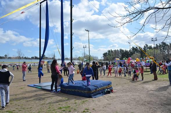 Con una gran variedad de actividades, el Municipio de San Isidro celebró el fin de semana el Día del niño. El intendente Gustavo Posse estuvo presente en distintas localidades para disfrutar de los festejos que incluyeron sorteos, juegos, inflables y shows gratuitos.